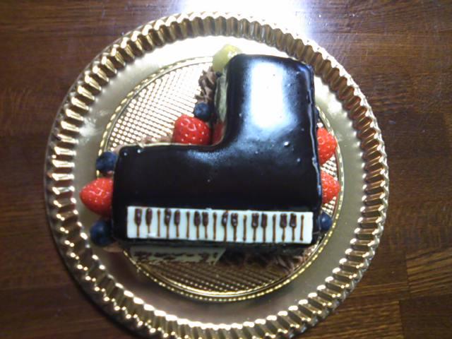 これはすごい!ピアノのケーキ